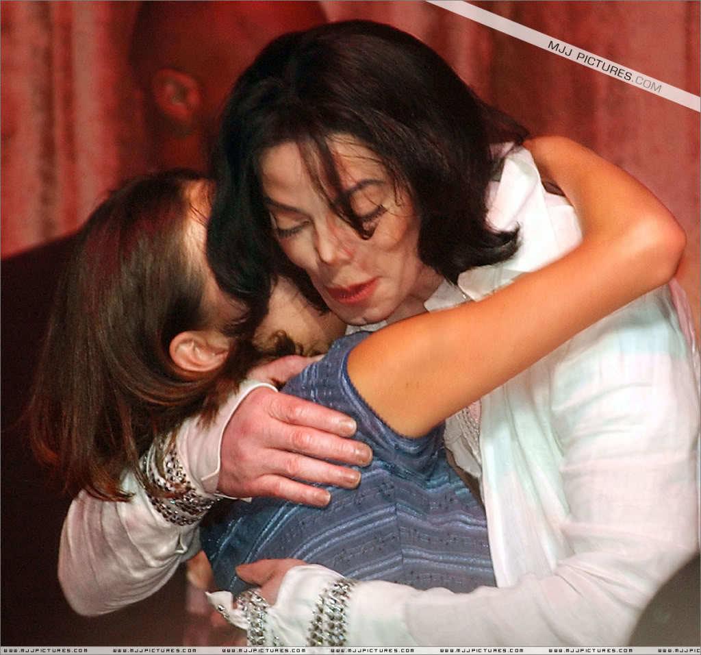 http://aug-mj-love.c.blog.so-net.ne.jp/_images/blog/_4c5/aug-mj-love/45th20Birthday20Party2.jpg?c=a2